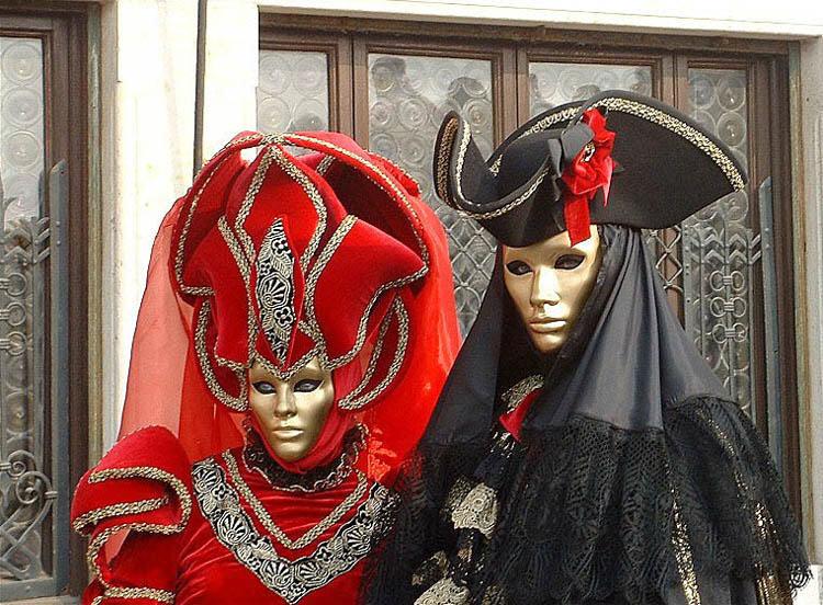 Вот некоторые костюмы для подобного карнавала.